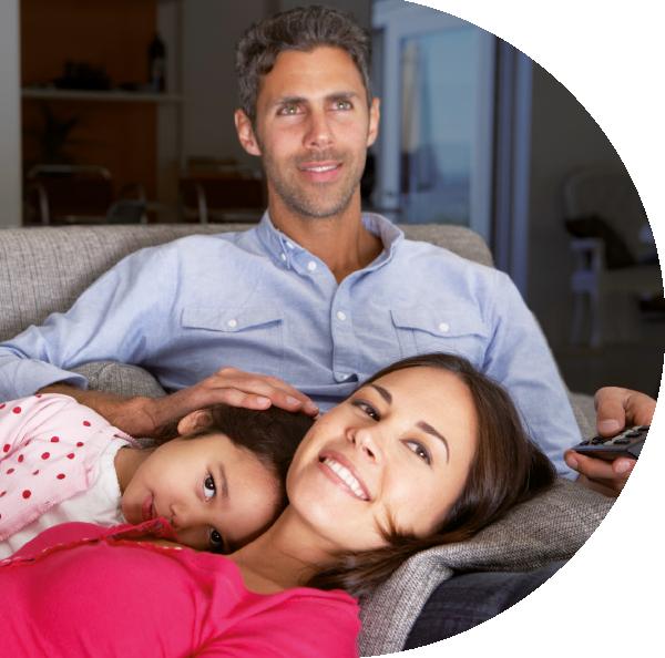 famille-devant-Philips-OLED-803