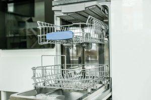 Bien entretenir son lave-vaisselle en 5 leçons